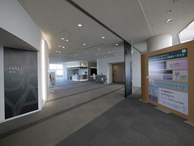 企画展入口からホール.JPG