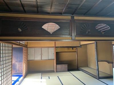 南山寿荘・2階広間の扇面デザイン欄間.jpg